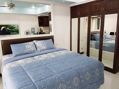 12-579_20VT2A_20Luxury_20Hand_20Made_20King_20bed_20with_20super_20comfort_20mattress[1]